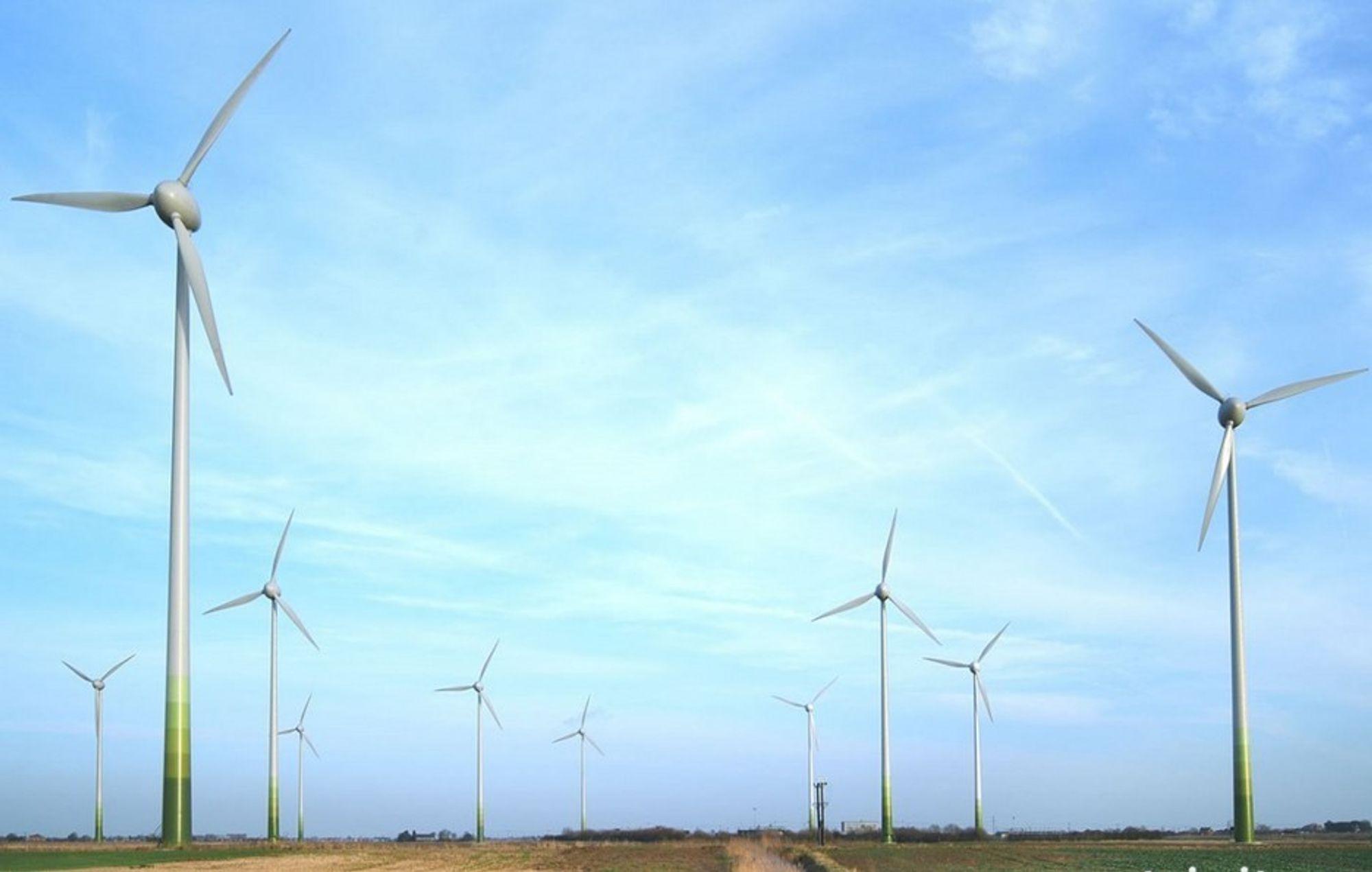 UFO? Spekulasjonene rundt årsaken til turbinhavariet søndag morgen, går livlig for seg i byene rundt vindparken Fen Farm.