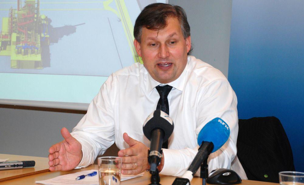 STRAM TIDSPLAN: Olje- og energiminister Terje Riis-Johansen innrømmer at det vil være utfordrende og rekke å overføre teknologiutviklingsresultater til et fullskala renseanlegg på Mongstad i 2014.