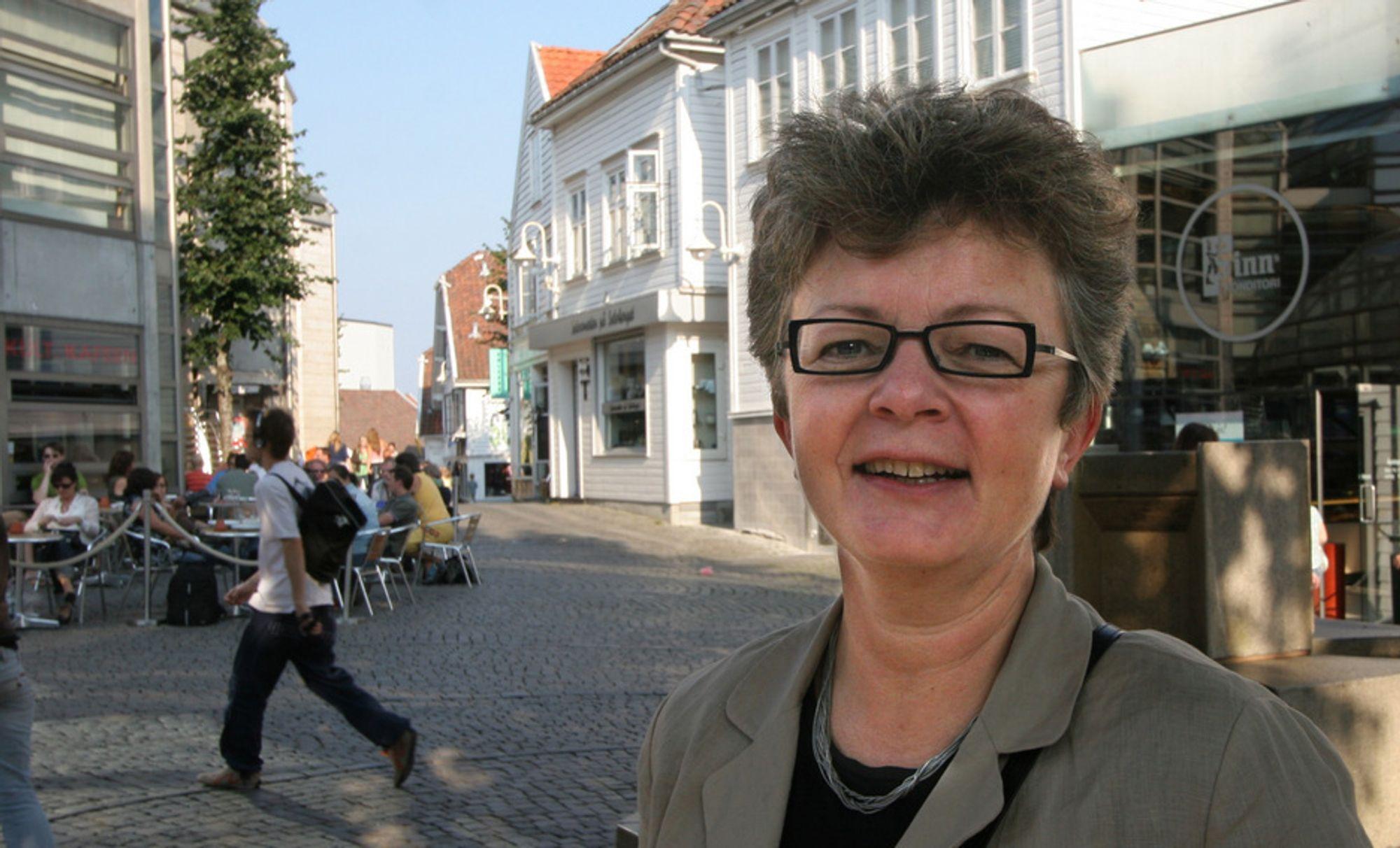 Iris-sjef Anna Aabø merker kuttene i forskning.