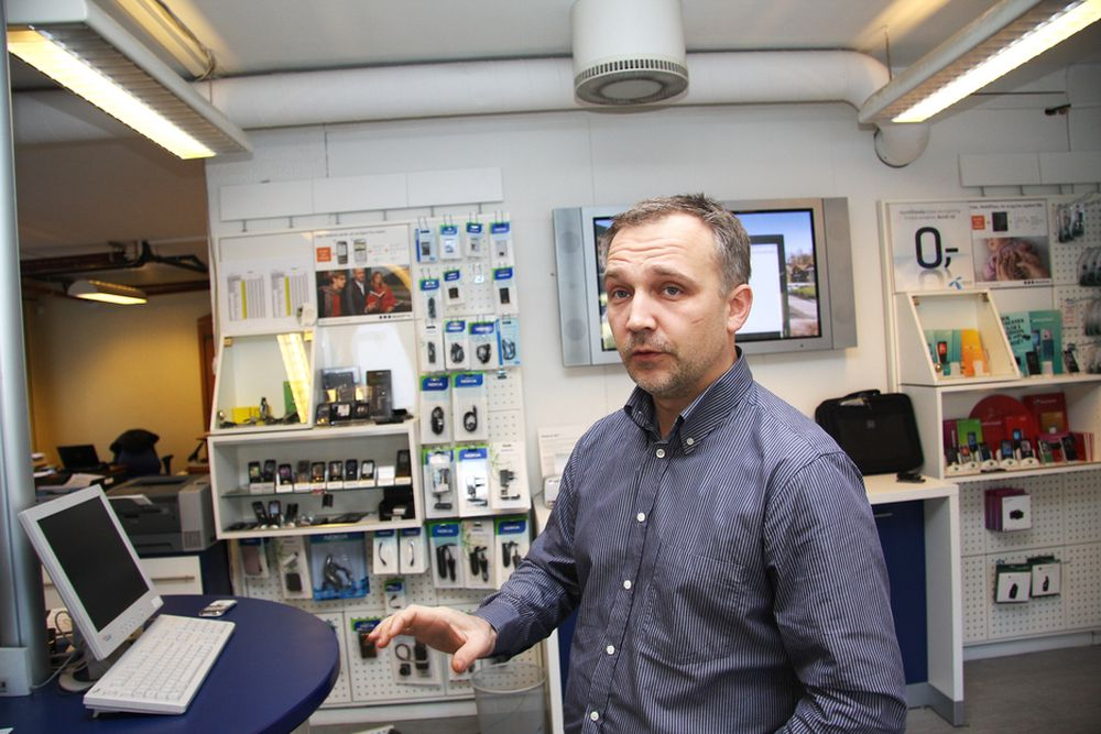 TØFFERE: Daglig leder Morten Leren hos Mobildata på Majorstuen i Oslo registrerer et tøffere marked og at kundene ikke bytter telefon så ofte som før.
