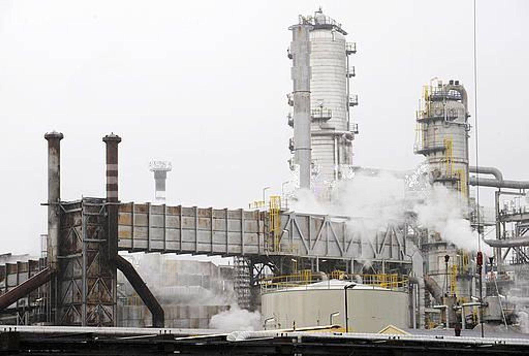 Statoil Mongstad får kritikk fra Petroleumstilsynet etter en gasslekkasje i februar.