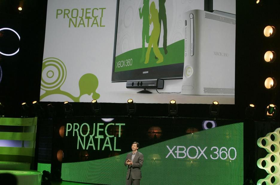 Microsofts Don Mattrick viser frem Project Natal for Xbox 360.