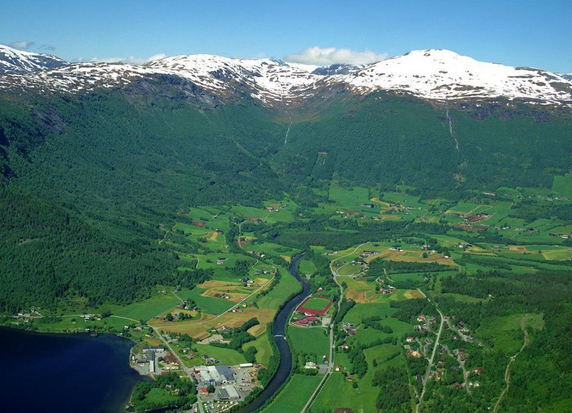 Prosjektet E39 Kvivsvegen omfatter strekningen fra bru på riksveg 60 i Grodås sentrum i  Hornindal kommune, Sogn og Fjordane (bildet) til riksveg 651 i Geitvika i Volda kommune, Møre og Romsdal.