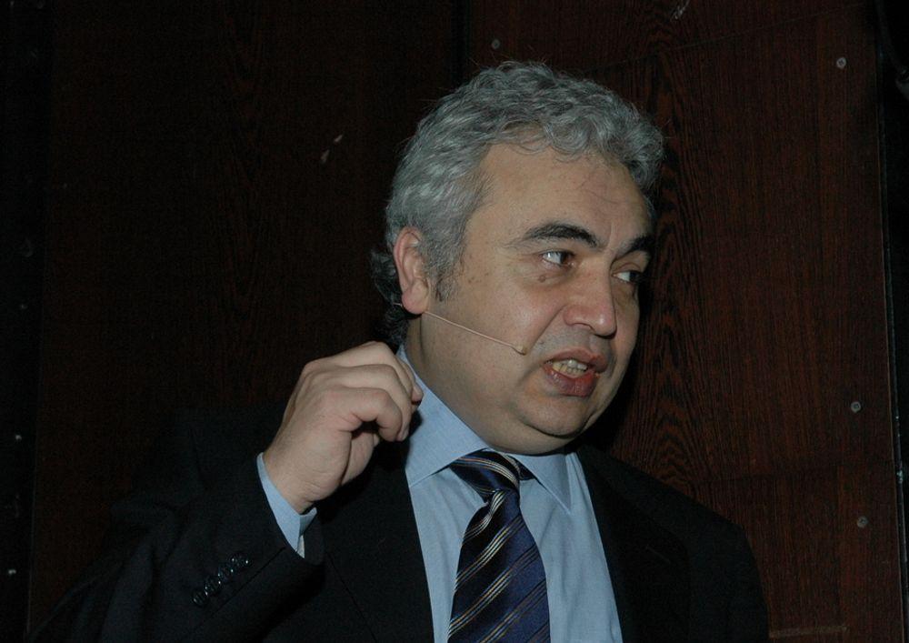 SVINGER PISKEN: Dr. Fatih Birol mener at oljeselskapene er alt for tilbakeholdne når det gjelder å investere i produksjonskapasitet. Han frykter en priseksplosjon på olje.