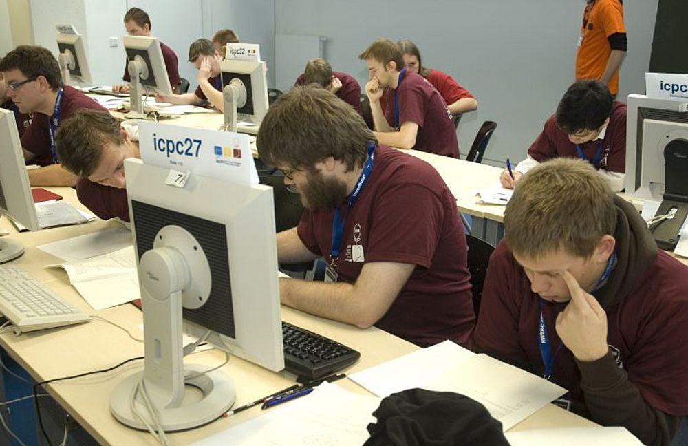NYTT: Universitetet i Bergens lag i aksjon under den nordeuropeiske finalen i VM i programmering.