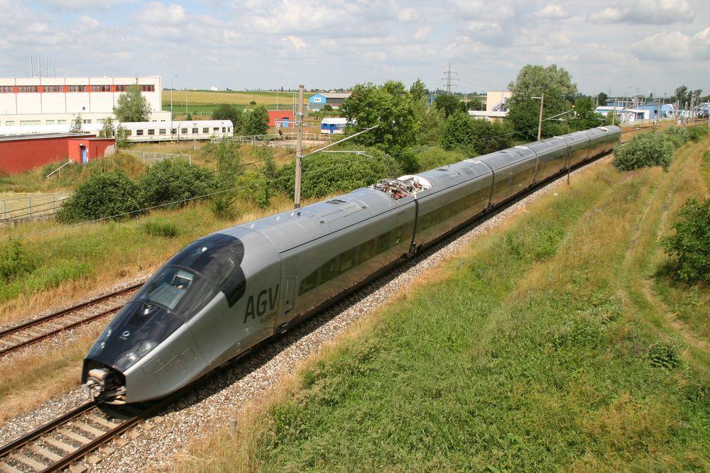 Et flertall av medlemmene av NITO vil ha satsing på høyhastighetstog i Norge. Her Alstoms AGV, oppfølgeren til TGV.