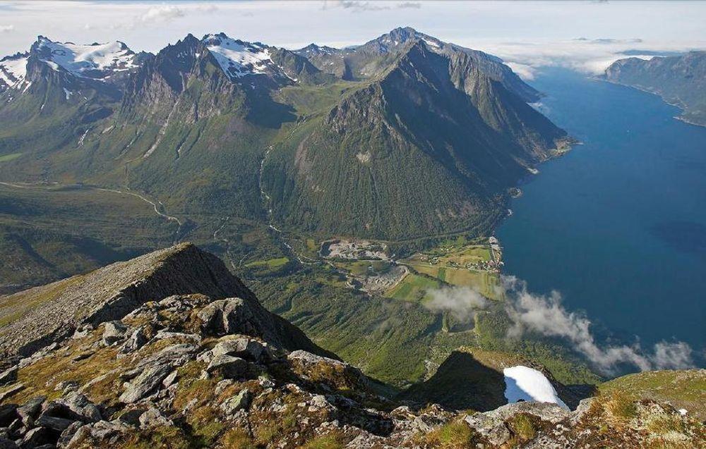 NEGATIVE KOSEKVENSER: Kraftlinjen blir nesten 300 km lang og vil gå gjennom 15 kommuner og 2 fylke. - Konsekvensene blir alvorlige, mener Naturvernforbundet i Sogn og Fjordane.