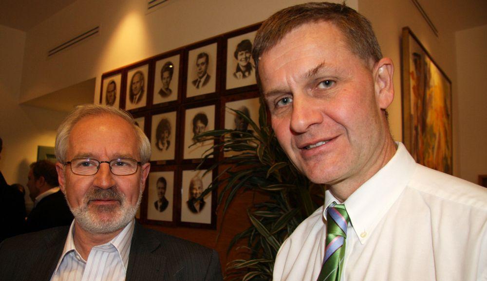 Miljøvernminister Erik Solheim sier at han er fornøyd med innsatsen til Høyre, Venstre og KrF etter det forrige klimaforliket. Her med Venstres energipolitiske talsmann Gunnar Kvassheim.