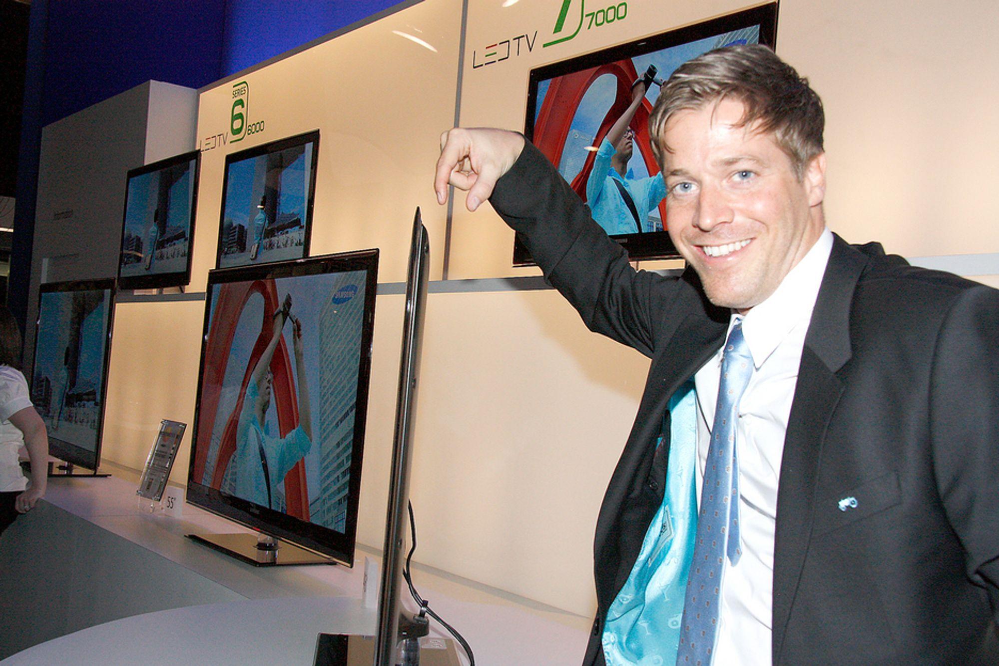 TYNNE SAKER:Salgssjef for TV-er i Samsung, Pål Anders Jansen mener de nye LED-TV-ene er tingen for allle som vil henge TV-en på veggen