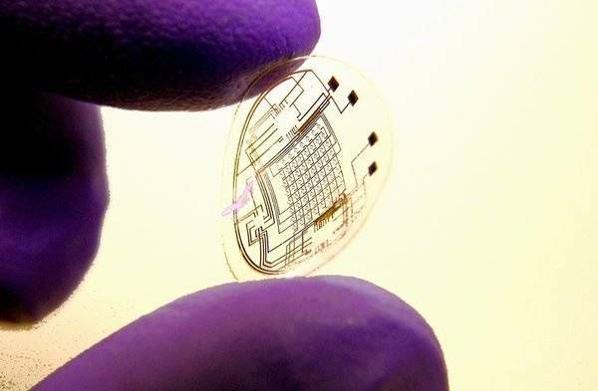 NYTT: Dette er Bionic Eyes protoype på en TV-linse.