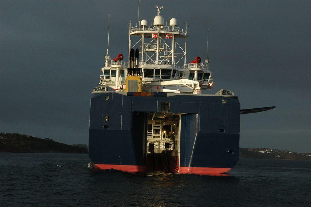 BEDRE TRYGGHET: De nye områdeberedskapsfartøyene med sikker mann over bord (MOB)-håndtering med raske båter som tas sikkert opp gjennom akterporten, gjør at de ansatte offshore opplever bedre sikkerhet.