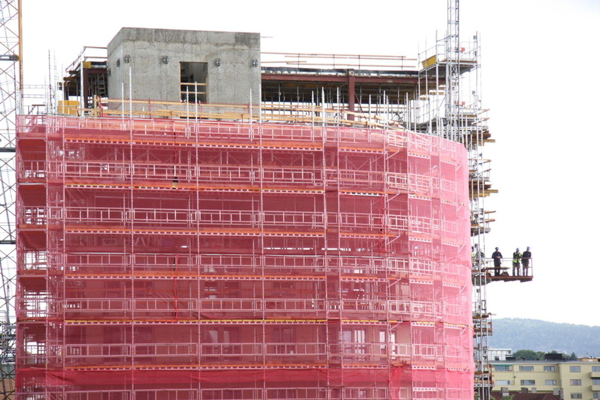 FARLIG: Kun halvparten av alle skader i bygg og anlegg meldes inn, ifølge Fellesforbundet, som nå vil aksjonere.