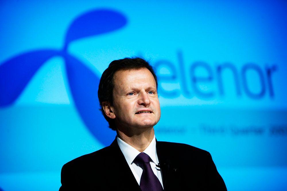 PAKKER KOFFERTEN: Jon Fredrik Baksaas i Telenor skal til Barcelona for å møte resten av verdens mobilelite.