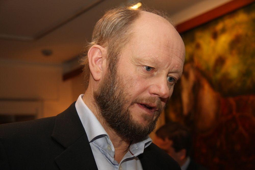 Lyntogforkjemper Stein Lier-Hansen mener Jernbaneverket og Samferdselsdepartementet overhører gode argumenter for lyntog.