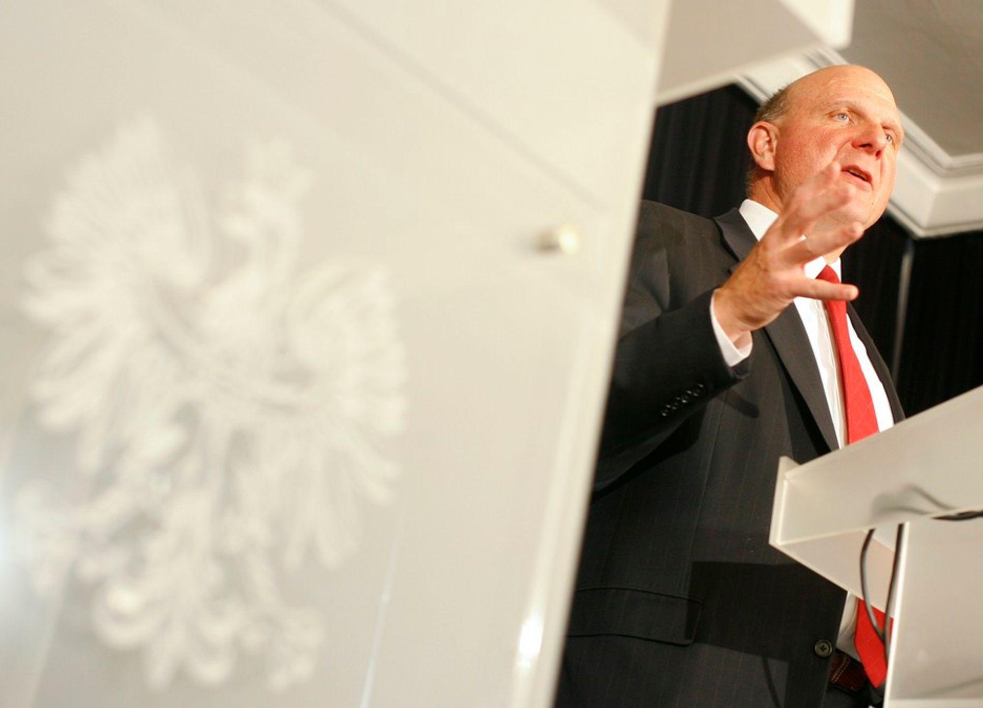 Microsofts toppsjef Steve Ballmer måtte innse at resultatene for første kvartal sank med en tredjedel i forhold til fjoråret. Slik er tendensen også i Norge.