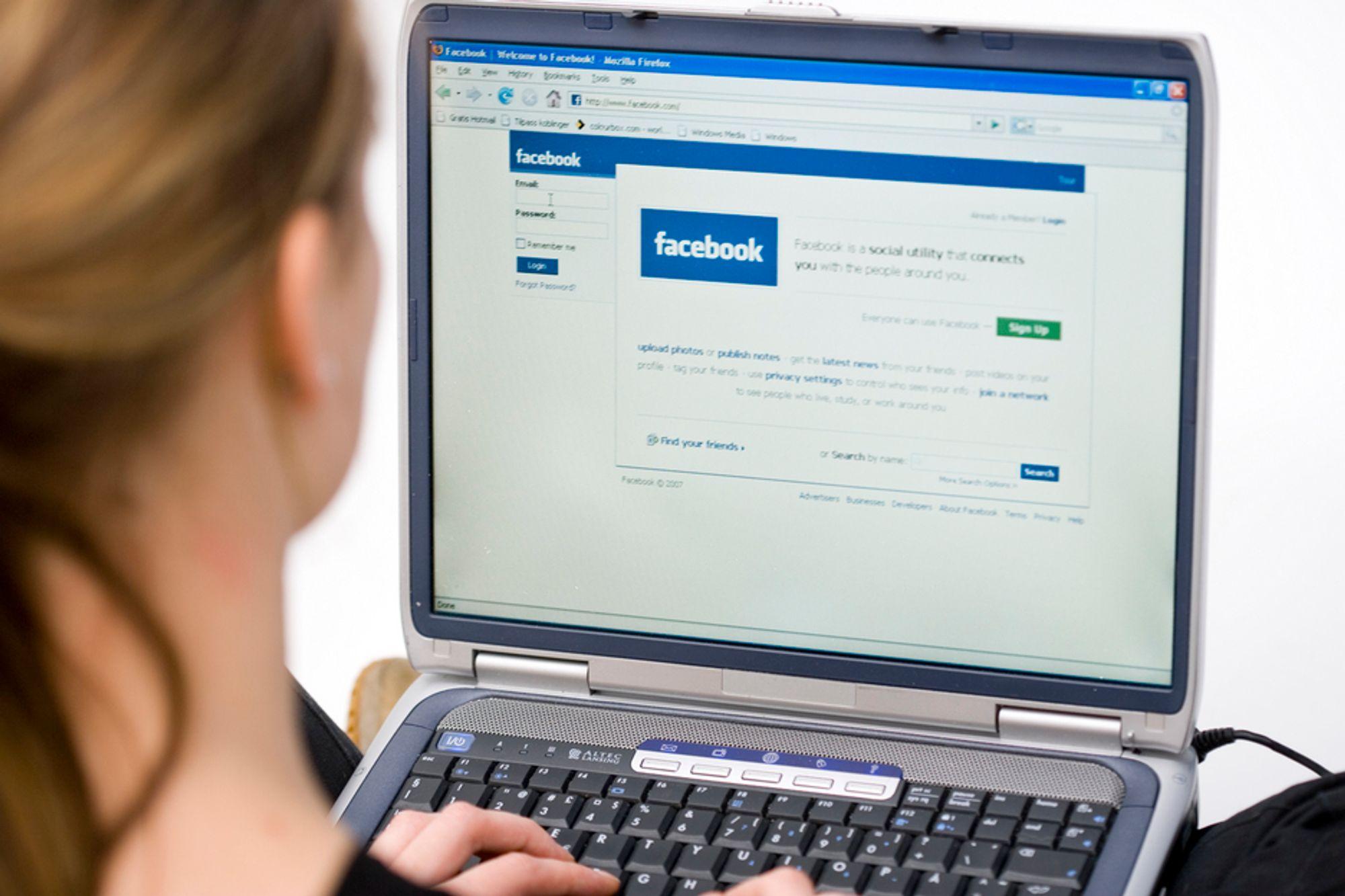 På landsmøtet til Norsk Journalistlag får ingen bruke laptop. - Gammeldags, mener studentleder Mari Hauge.