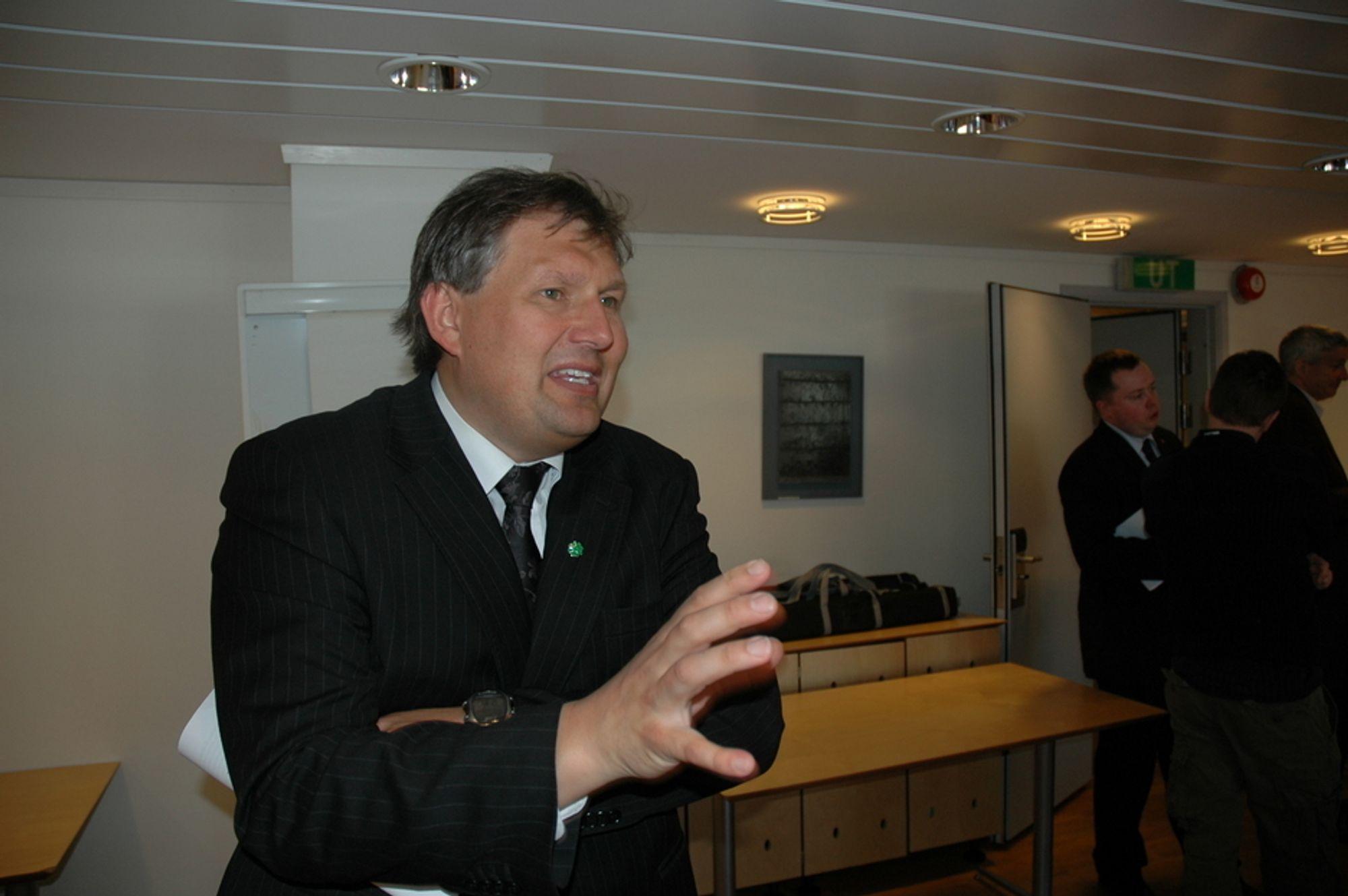 RYDDIG: Terje Riis-Johansen kommer ikke til å legge seg opp i hvilke prosjekter StatoilHydro satser på, men er glad for at selskapet satser på havvind i Storbritannia.