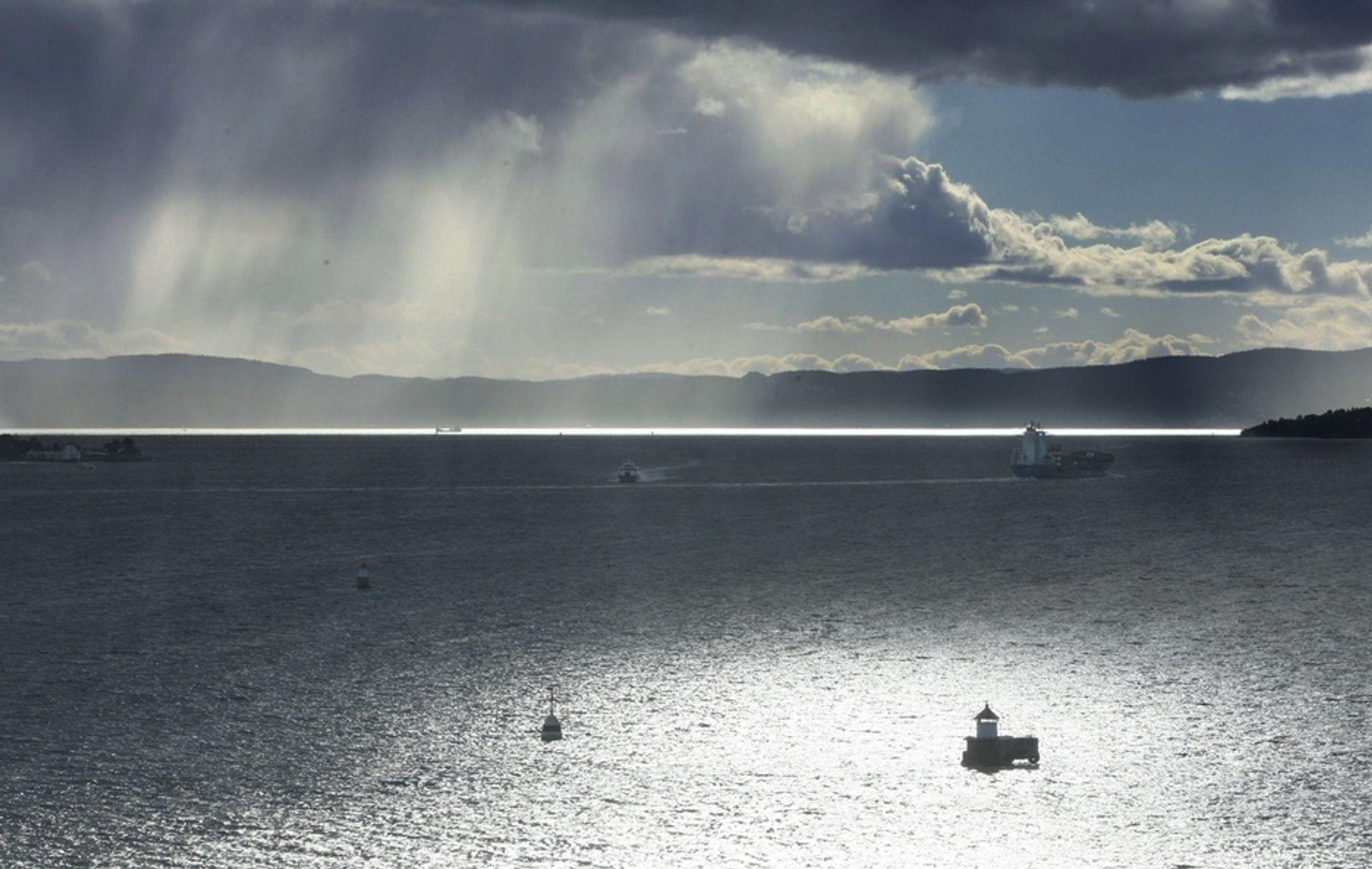 Strømkablene gjennom Oslofjorden er snart i full drift igjen. Nå har den siste reparasjonen startet.
