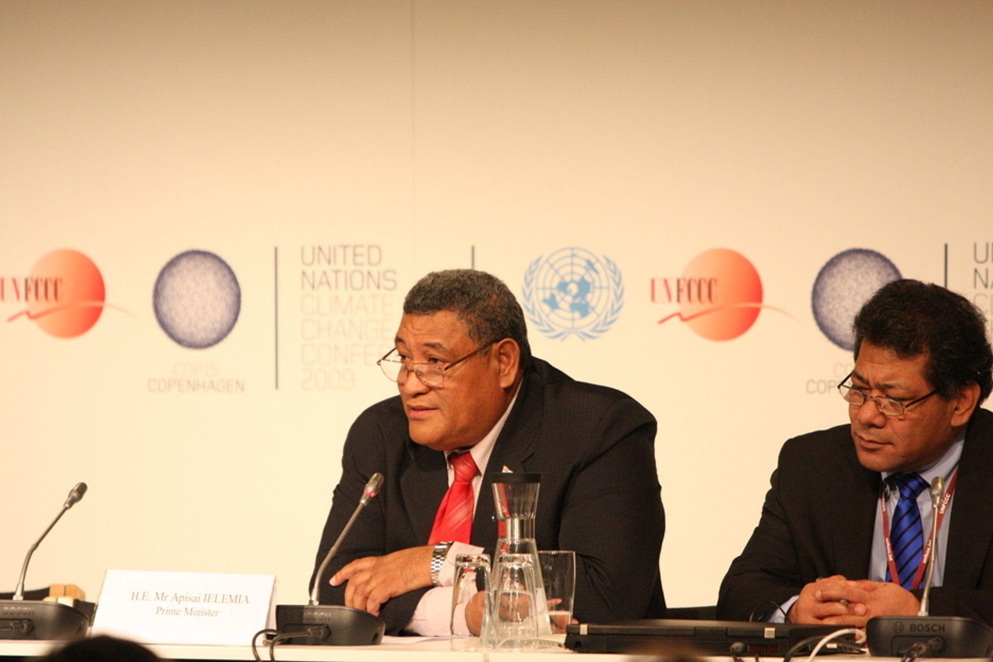 FRYKTER ØDELEGGELSE: - Vi vil ikke la oss presse. Vi rokker ikke ved vårt 1,5-gradersmål, sier øystaten Tuvalus statsminister Apisai Ielemia. Han er redd for havstigning.