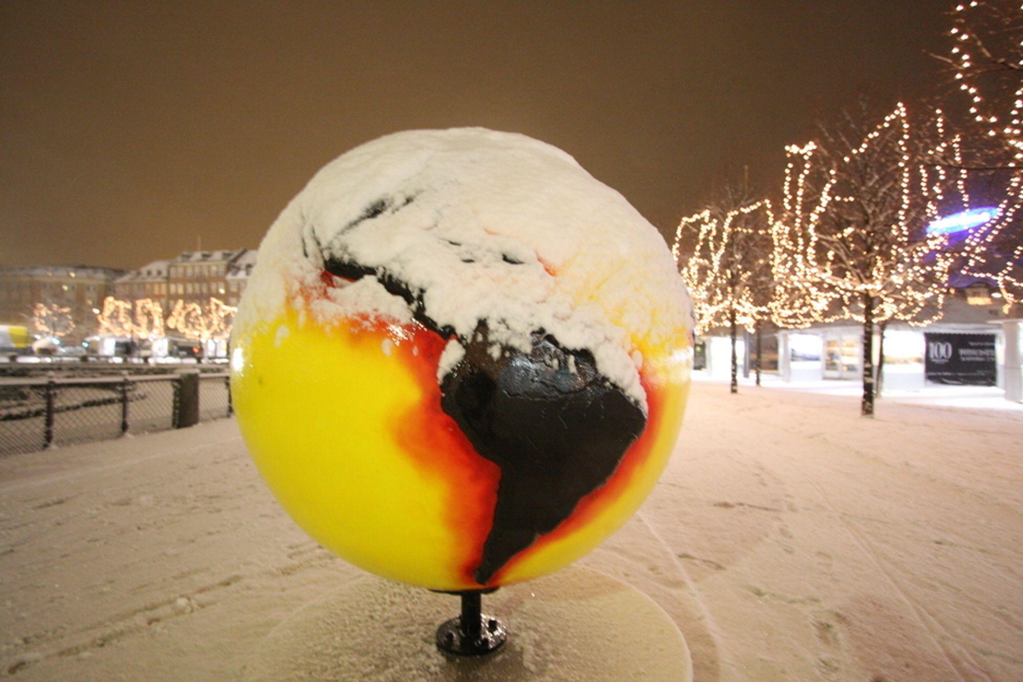 FORHANDLINGENE FROSSET: Mens snøen lavet ned i København onsdag kveld frøs forhandlingene. Nå frykter både organisasjoner, forskere og politikere at ingenting annet enn en løs erklæring kommer ut av København.