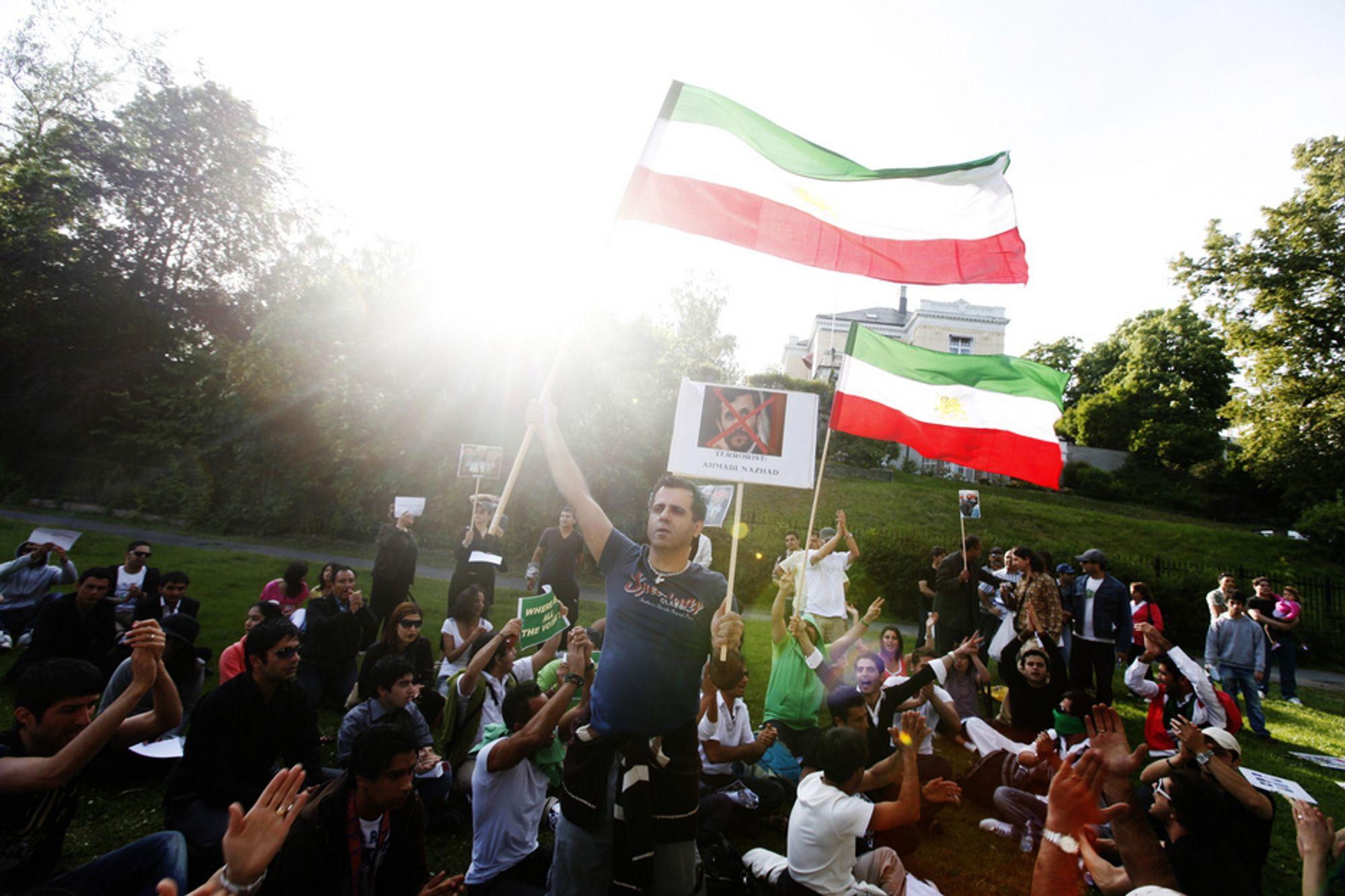 Demonstranter i Oslo protesterer mot valgresultatet i Iran tidligere denne måneden. Nå ber Electronic Frontier Foundation om nettstøtte til aktivister i Iran.