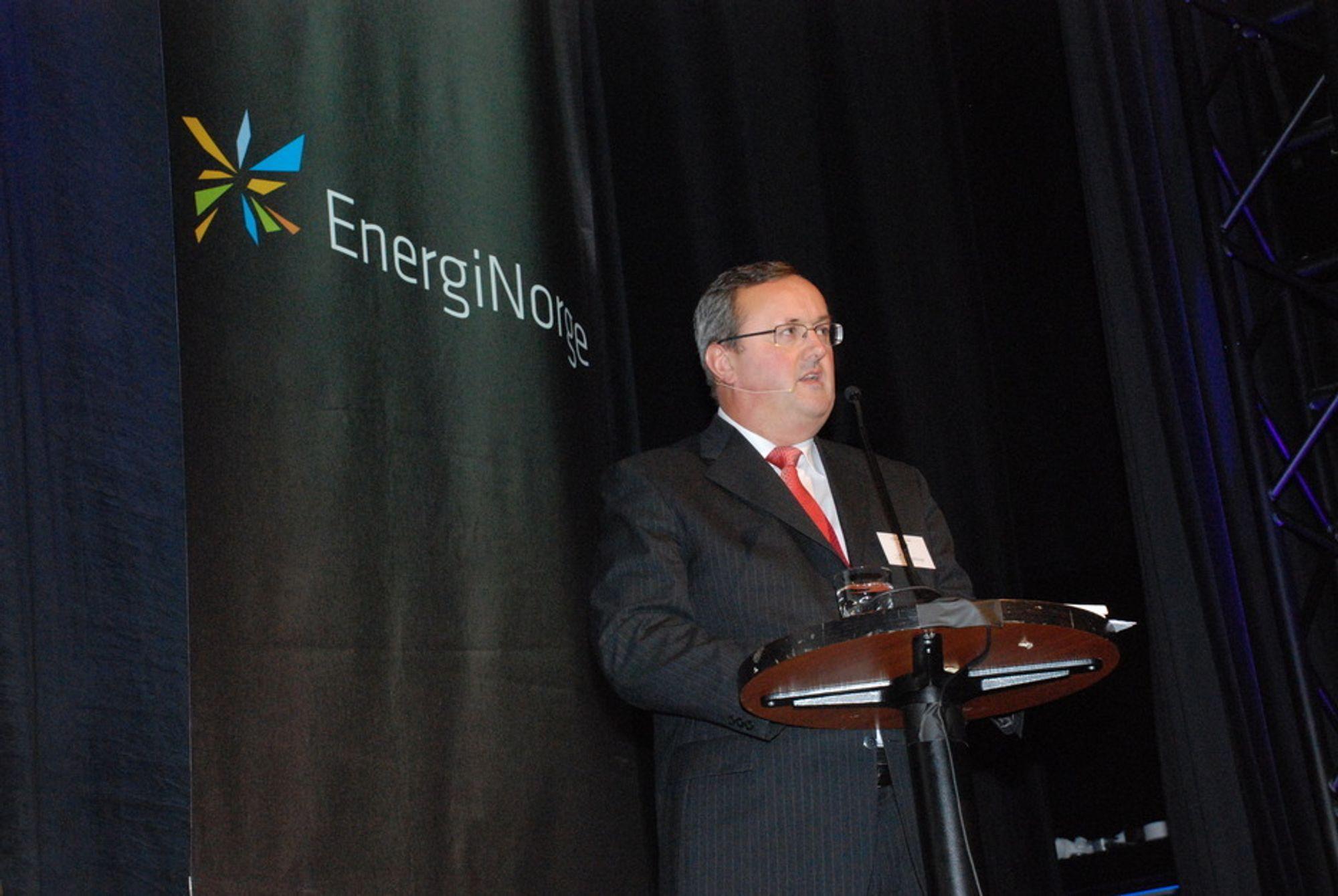 ETTERLYSER HANDLING: Energi Norge-direktør Steinar Bysveen ønsker handlekraft fra politikerne, og mener det må til hvis Norge skal bli et lavutslippssamfunn.