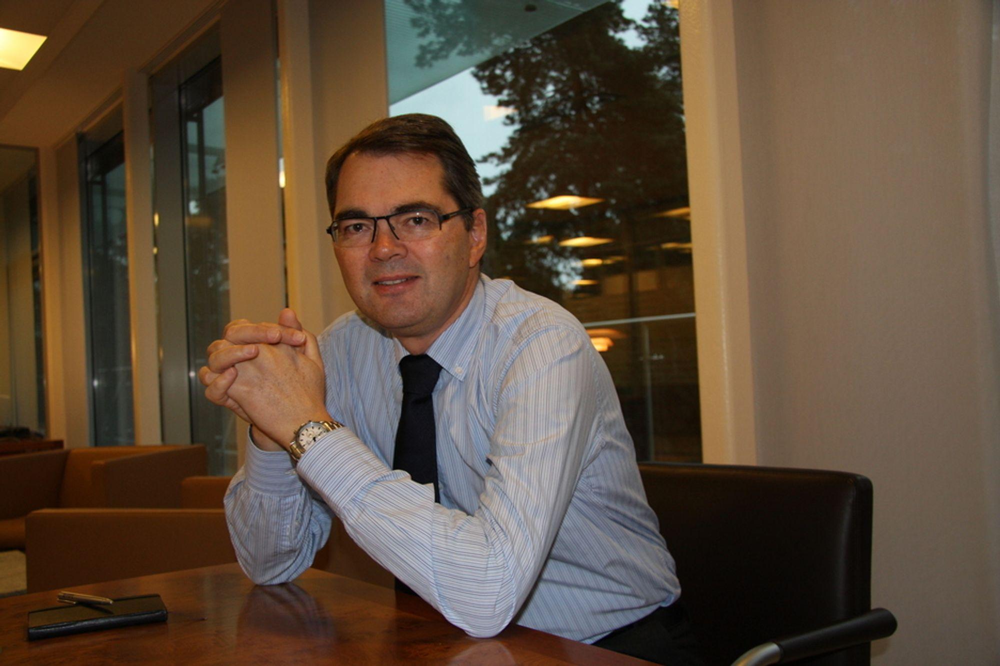 Fortsatt trange tider gjør at Hydro-sjef Svein Richard Brandtzæg må kutte enda mer kostnader.
