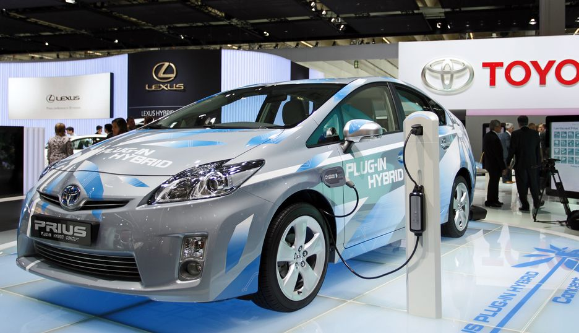 I god tid før Toyota ruller ut ladbare priuser på veiene, skal norske energiselskaper ha på plass forretningsmodeller for elbillading.