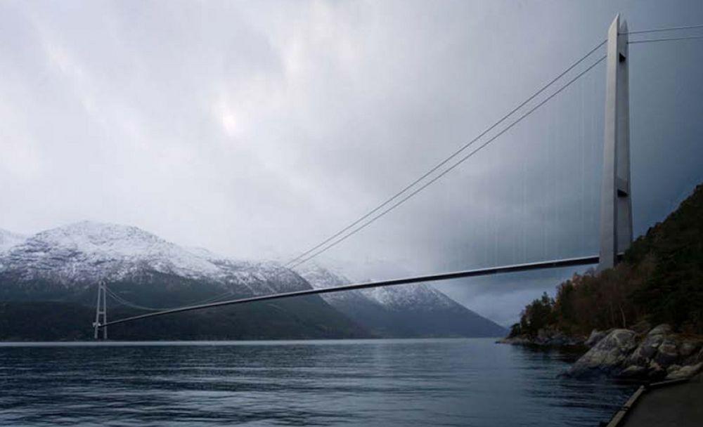 Norges lengste hengebru, Hardangerbrua, ble bygget med ett brudekke. Nå ser danske forskere på muligheten for å bygge lengre hengebruer med flere parallelle dekker.