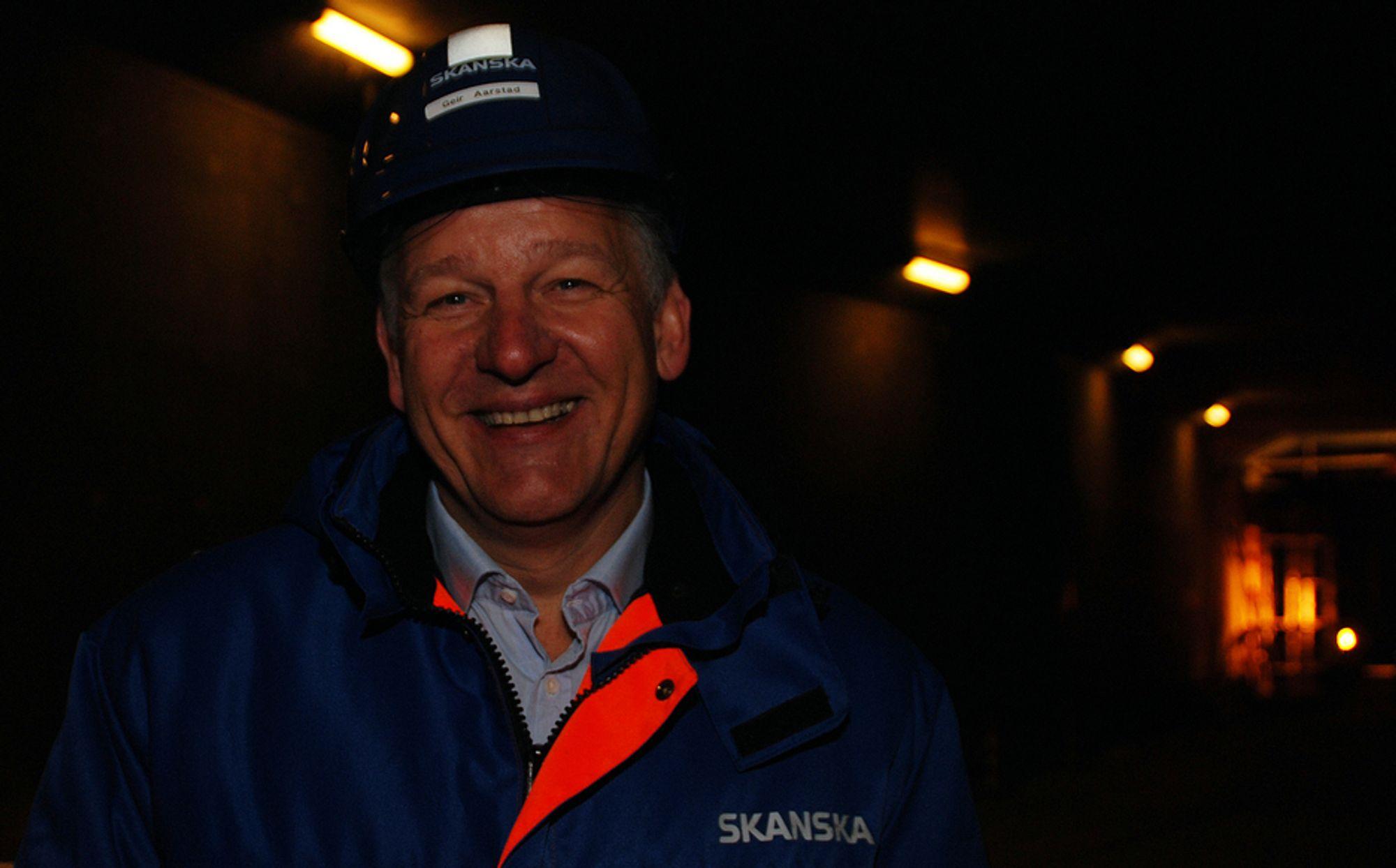 Geir Magne Aarstad ble ansatt i Skanska i 1989, og han har hatt flere forskjellige stillinger i selskapet, før han i 2004 ble adm. dir.