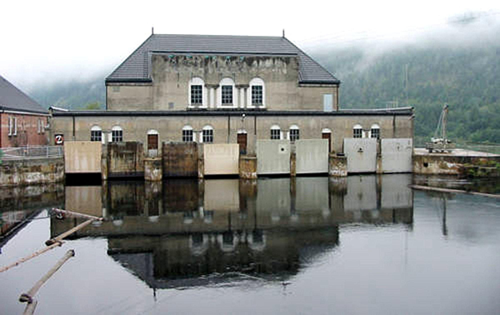 Vittingfoss kraftverk fra rundt 1921 skulle etter planen rustes opp og øke kapasiteten med 20 prosent. Nå er prosjektet stoppet.