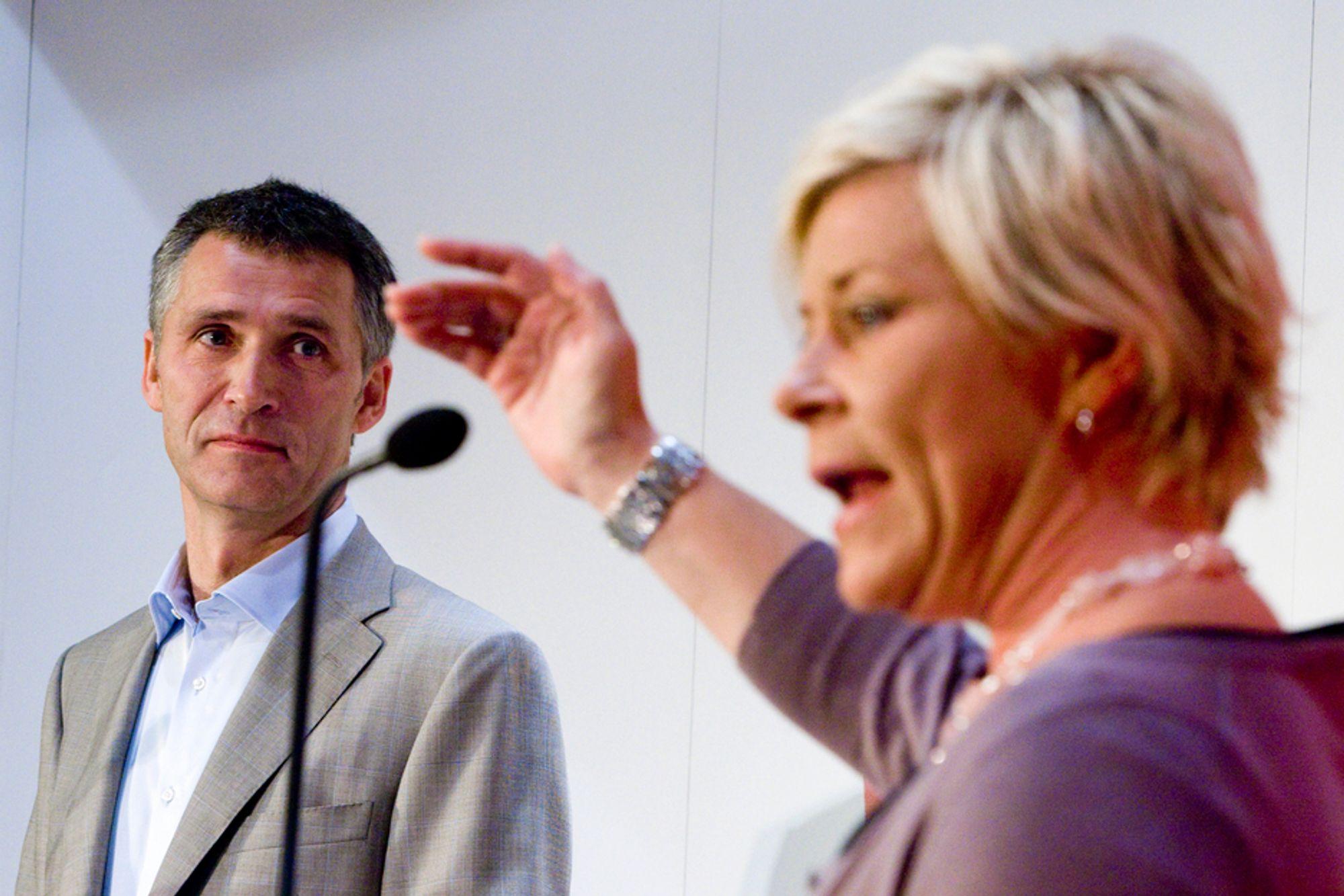 Fremskrittspartileder Siv Jensen samler alle sine stortingsrepresentanter når det skal stemmes over biodrivstoff-avgiften neste torsdag. Hun håper to overhoppere vil ødelegge for statsminister Jens Stoltenberg.