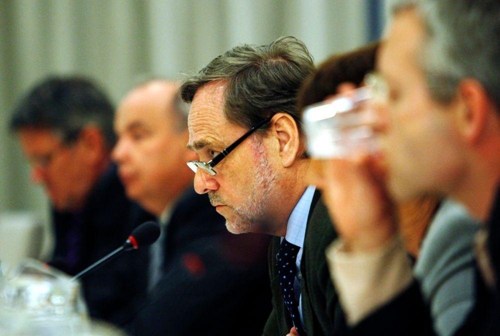 Hele Stortinget bortsett fra FrP stiller seg bak forslaget om kjøp av kampfly. Her saksordfører Jan Petersen (H).