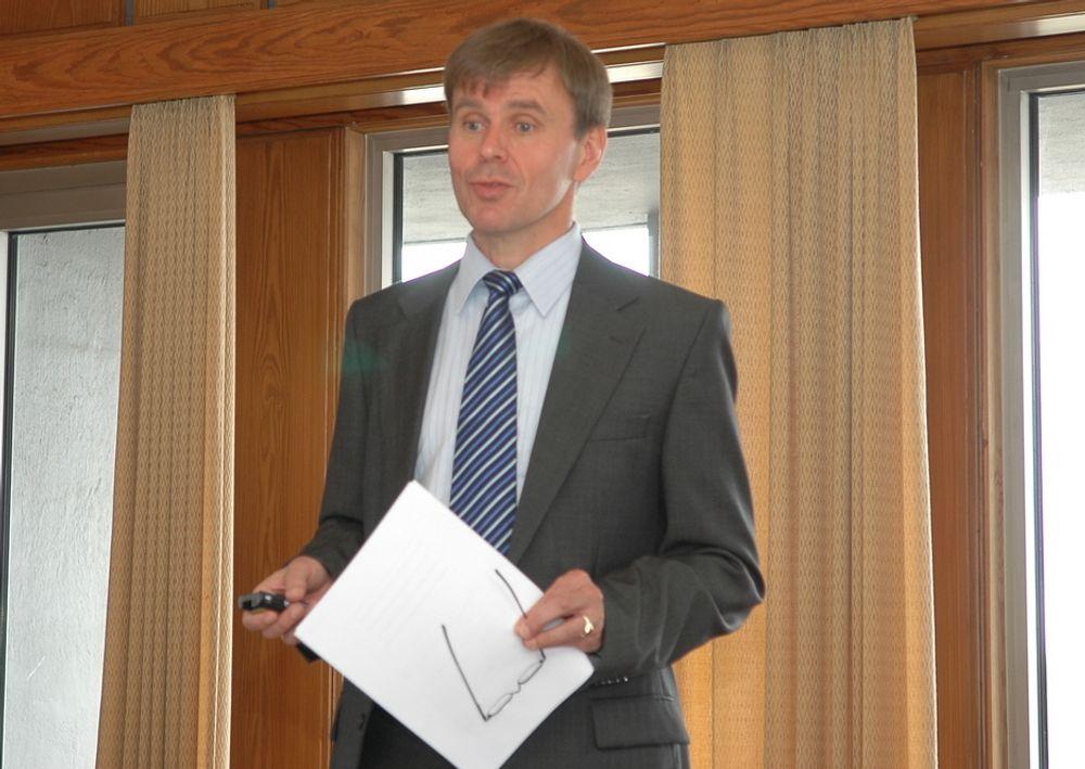 Tor Svensen i DNV underretter om DNVs nye ratingsystem på pressetreff mandag.