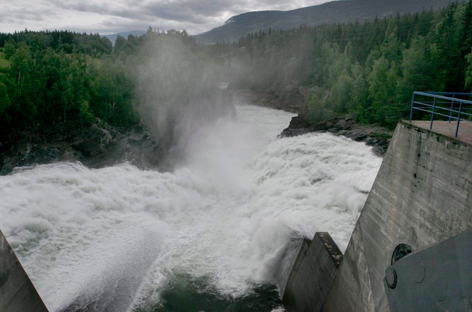 GODE HENSIKTER: Nordmenn sier de vil betale mer for ren kraft, men svært få gjør det i praksis.