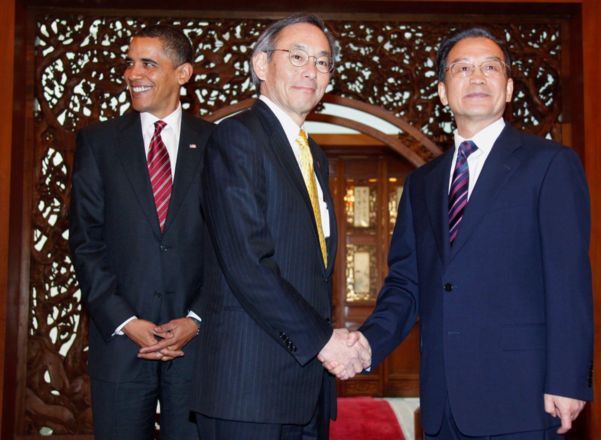 USAs energiminister Stephen Chu (i midten) vil se norske pumpekraftverk når han kommer til Norge sammen med president Obama denne uken. Her sammen med Kinas statsminister Wen Jiabao.