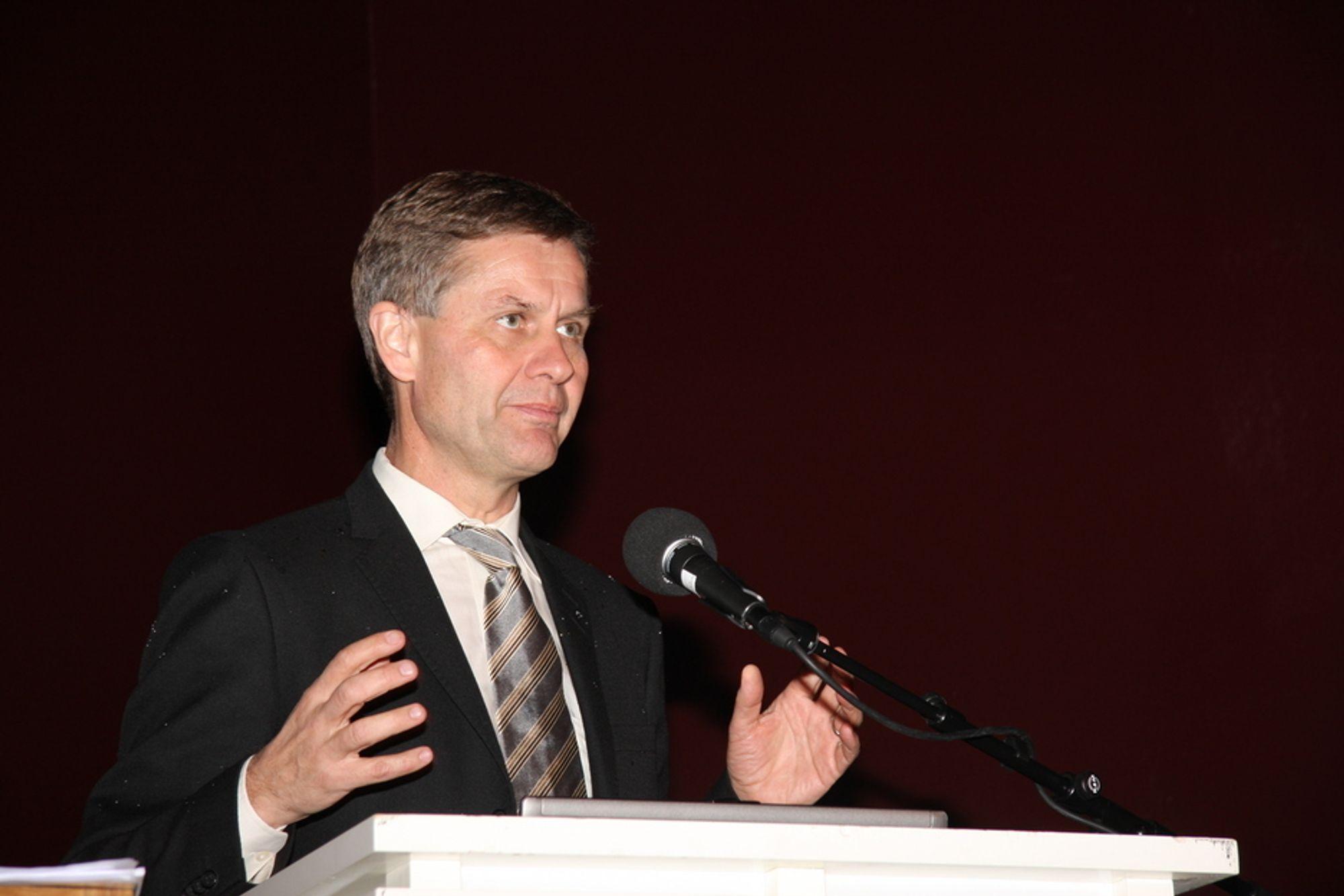 Miljøvernminister Erik Solheim mener regjeringen og KrF er 99,4 prosent enige om miljøpolitikken.