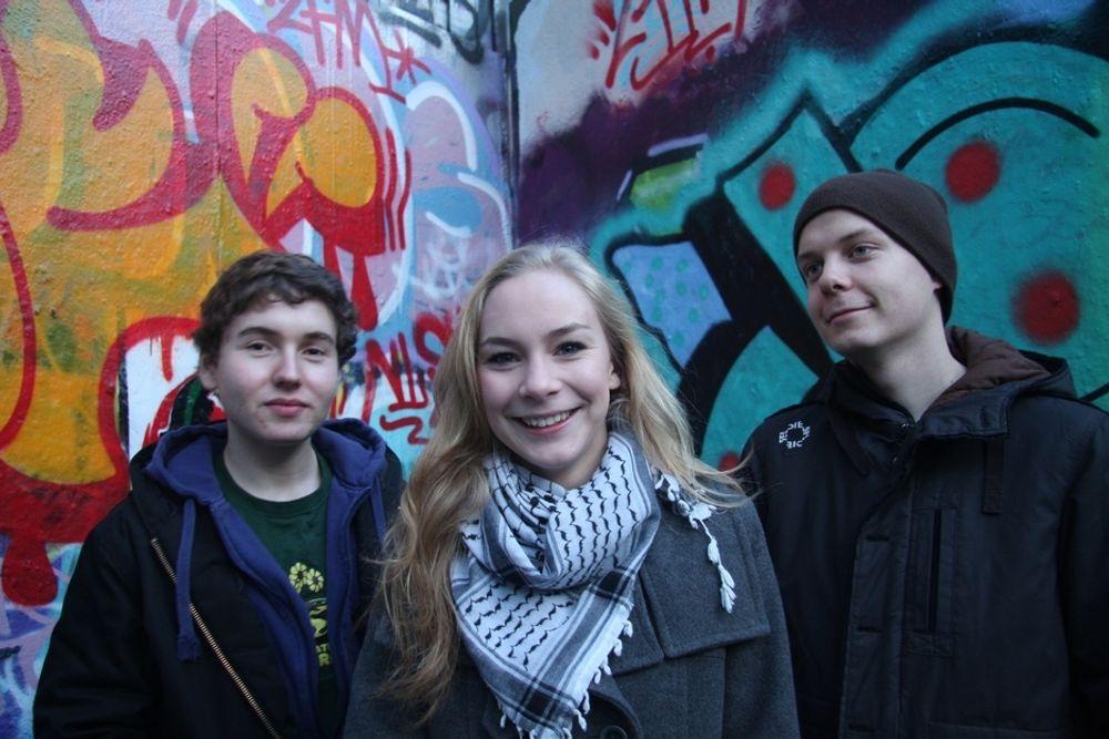 KAMPKLARE: Henrik Thommesen (18) leder i Oslo Rød Ungdom,  Linn-Elise Øhn Mehlen (18) og Torstein Aas (18) vil vise sitt engasjement i København. Det kommer titusener av andre gjøre.