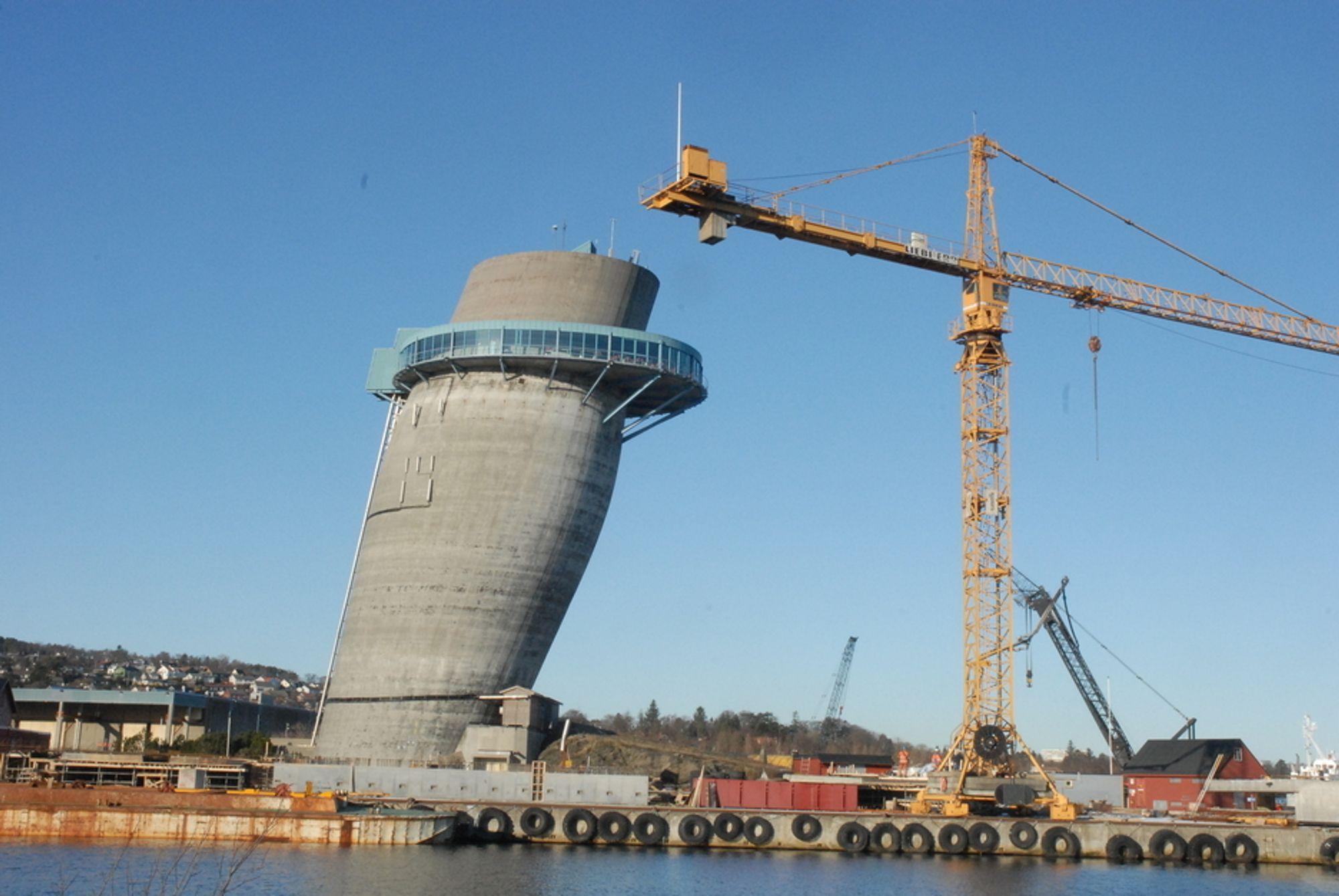 DET SKJEVE TÅRN: Tårnet Jåttavågen er blitt et populært sted for konferanser - og nå også for gudstjenester. Foto: Sander Y. Bull-Gjertsen