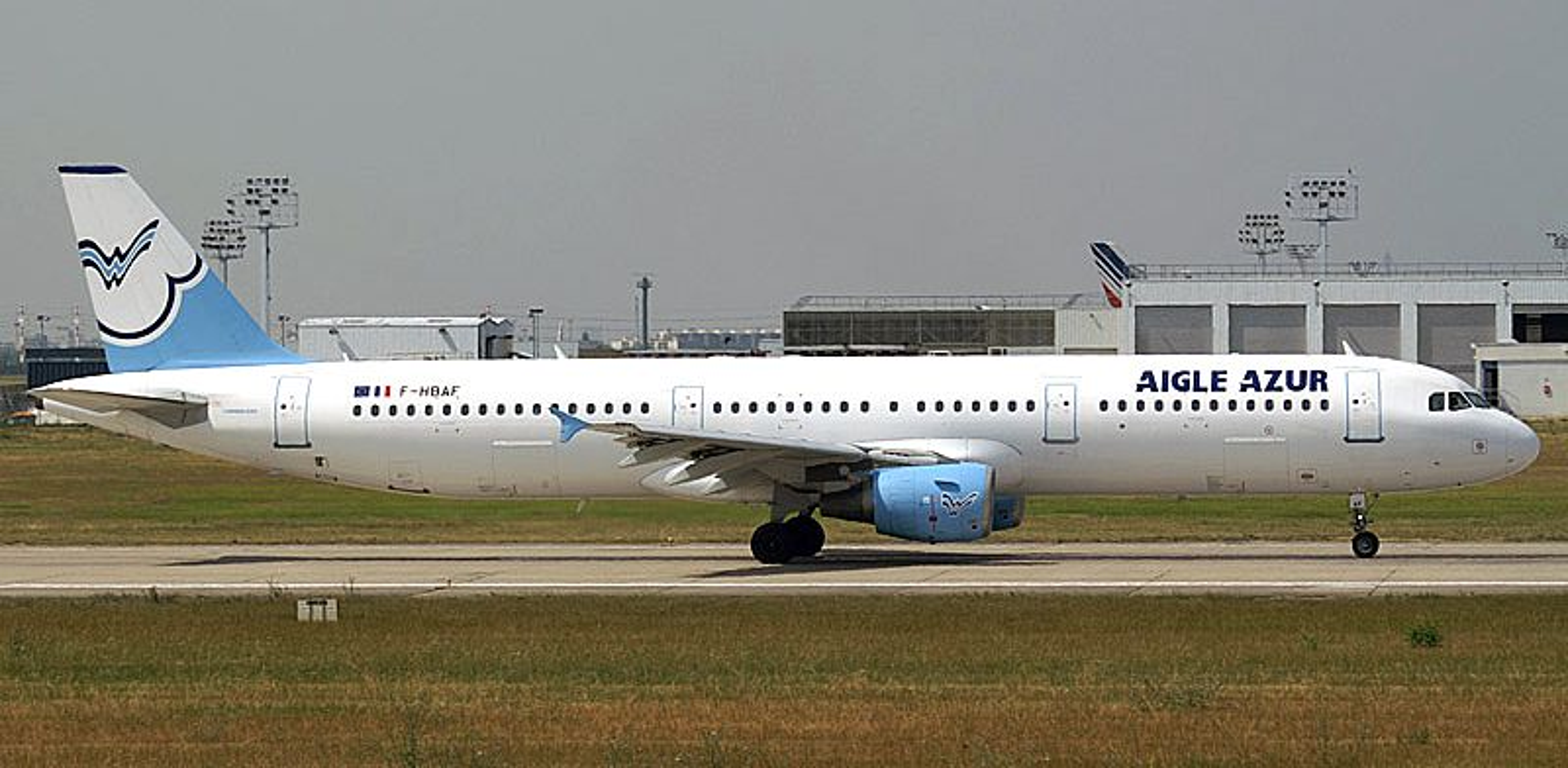 KRÆSJKURS: Det var et slikt A321 fra Aigle Azur som fikk problemer da det skulle lande på Houari Boumedienne etter en tur fra Paris Orly. Årsaken skyldtes pilotens debut i høyresetet.