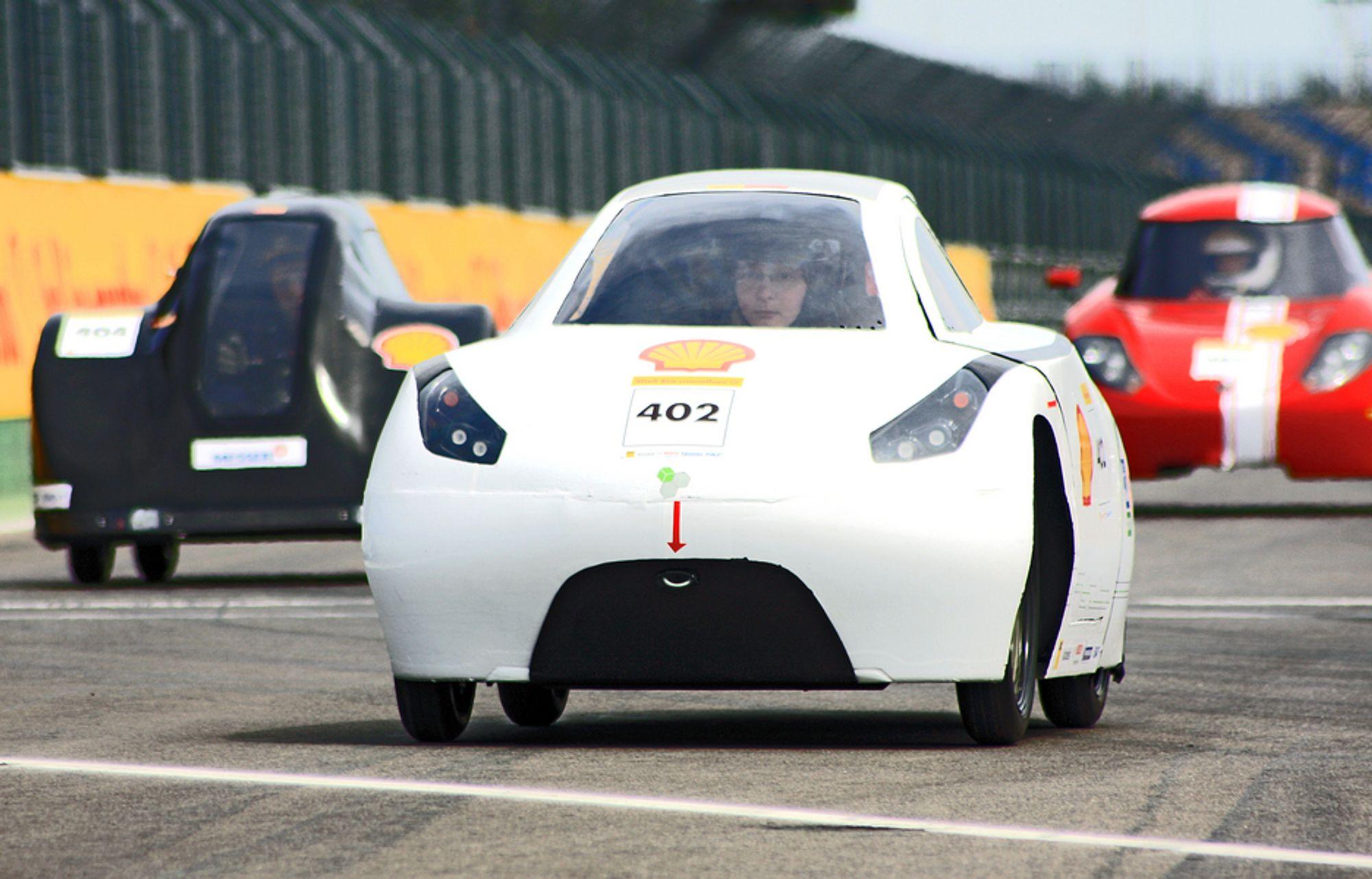 Studentene håper å vinne med en forbedret versjon av bilen som vant i fjor.