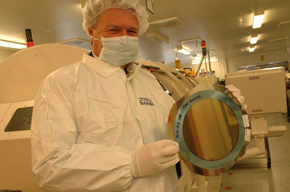 SJEF IGJEN: Sverre Horntvedt blir administrerende direktør i Sensonor Technologies AS. Den posisjonen har han for øvrig også hatt tidligere. Han var dessuten selskapets første ansatte ved etableringen i 1985. - Nå blir det mer teknologiutvikling, men brikker for dekktrykksensorer vil vi fortsatt produsere for Infineon, sier han.