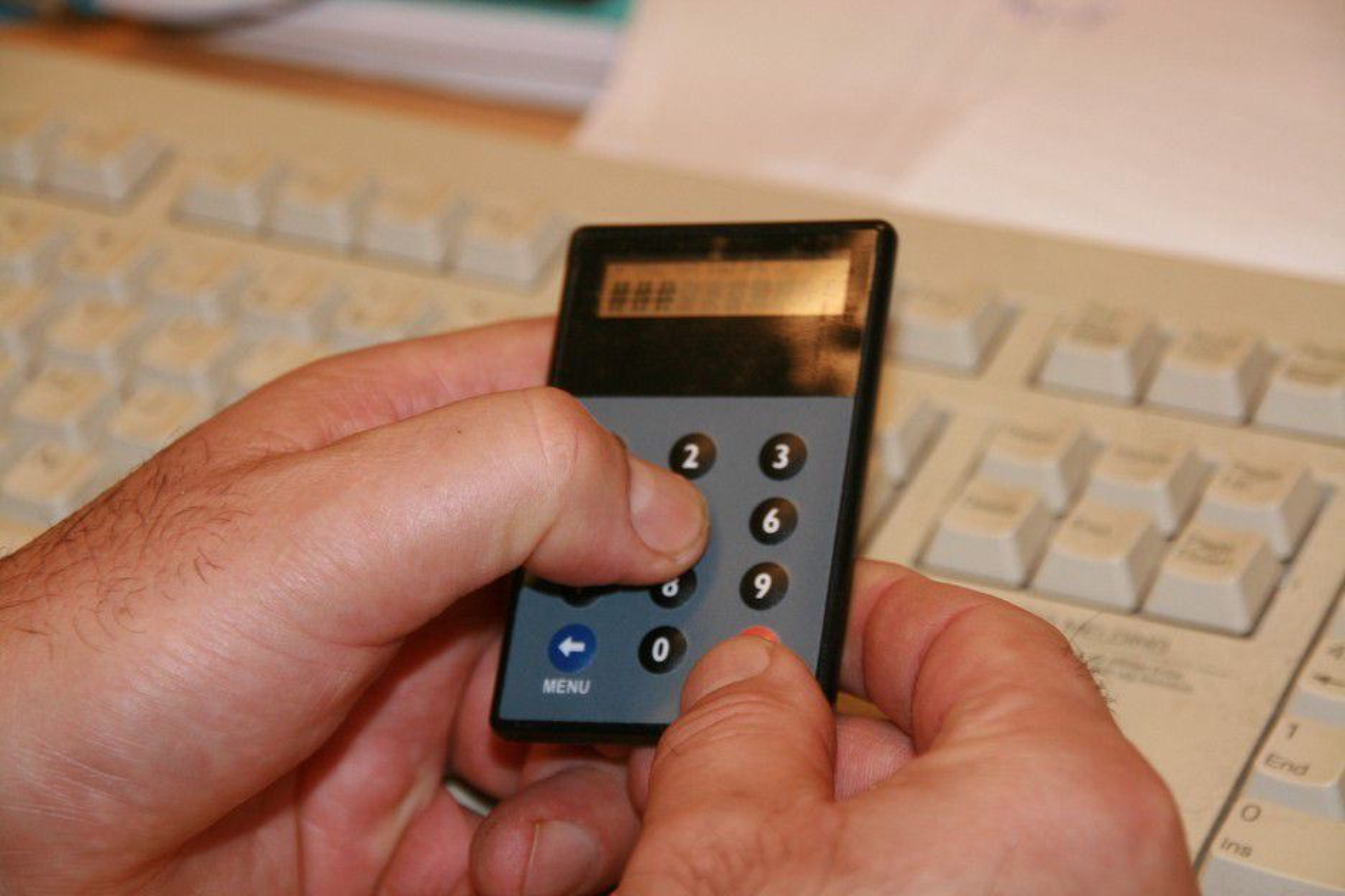 BankID består av kodekalkulator, personnummer og passord. Selv det er ikke nok for å sikre seg mot ID-tyveri og svindel.