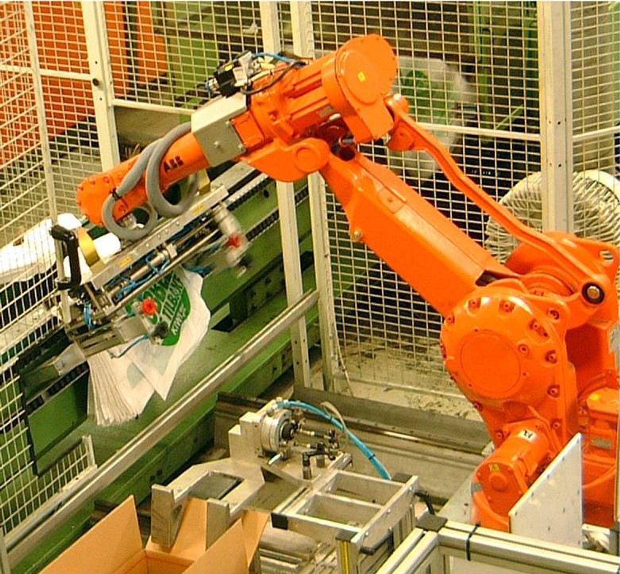 LURING: Robotløsningen hos Norfolier har vist seg å være en suksess, og inntjeningstiden for installasjonen er mindre enn tre år. FOTO: ABB