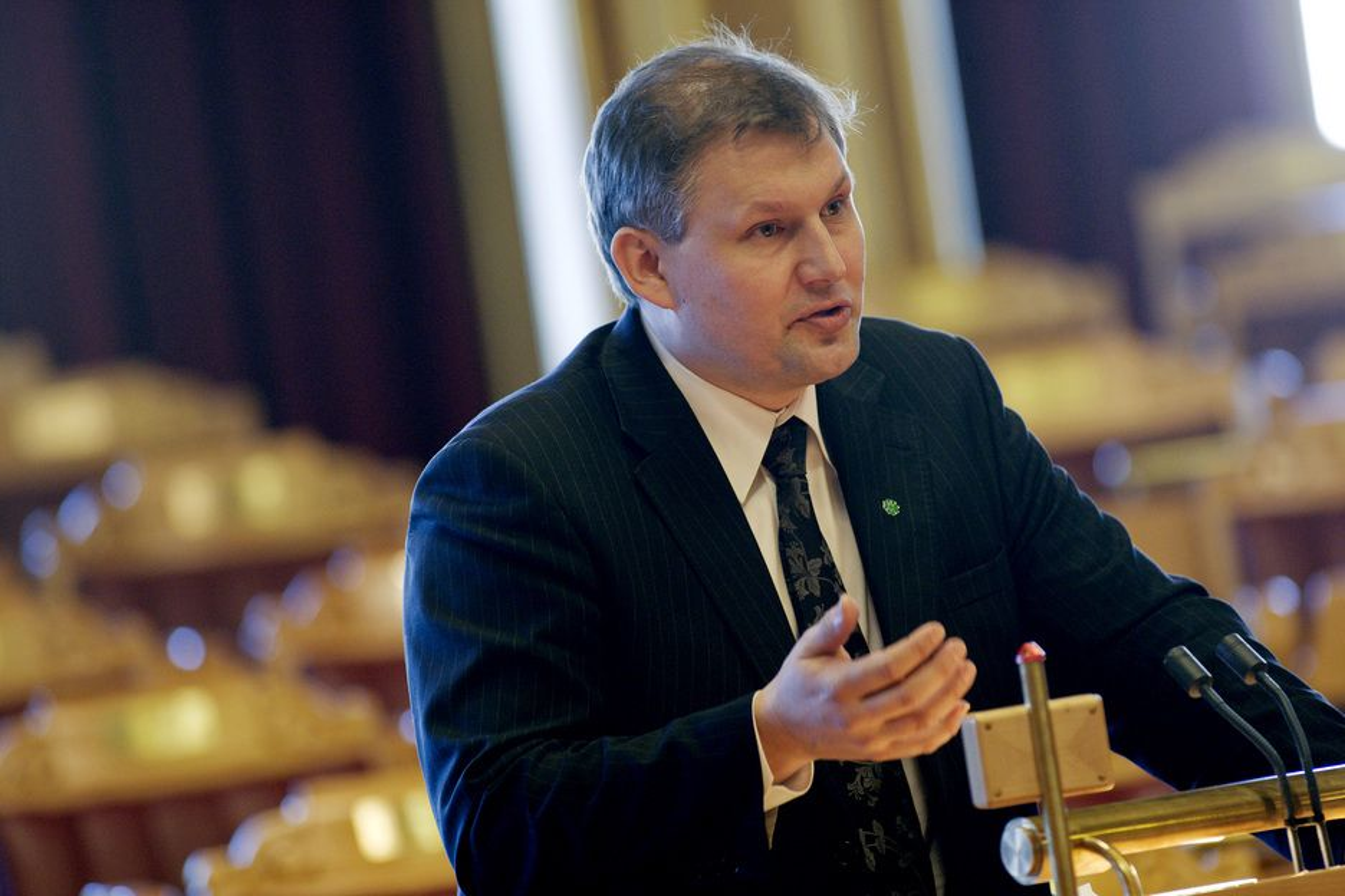 LANGE LINJER: Olje- og energiminister Terje Riis-Johansen er den tredje av sitt slag i denne stortingsperioden. Opposisjonen anklager regjeringen for å føre en kortsiktig energipolitikk.