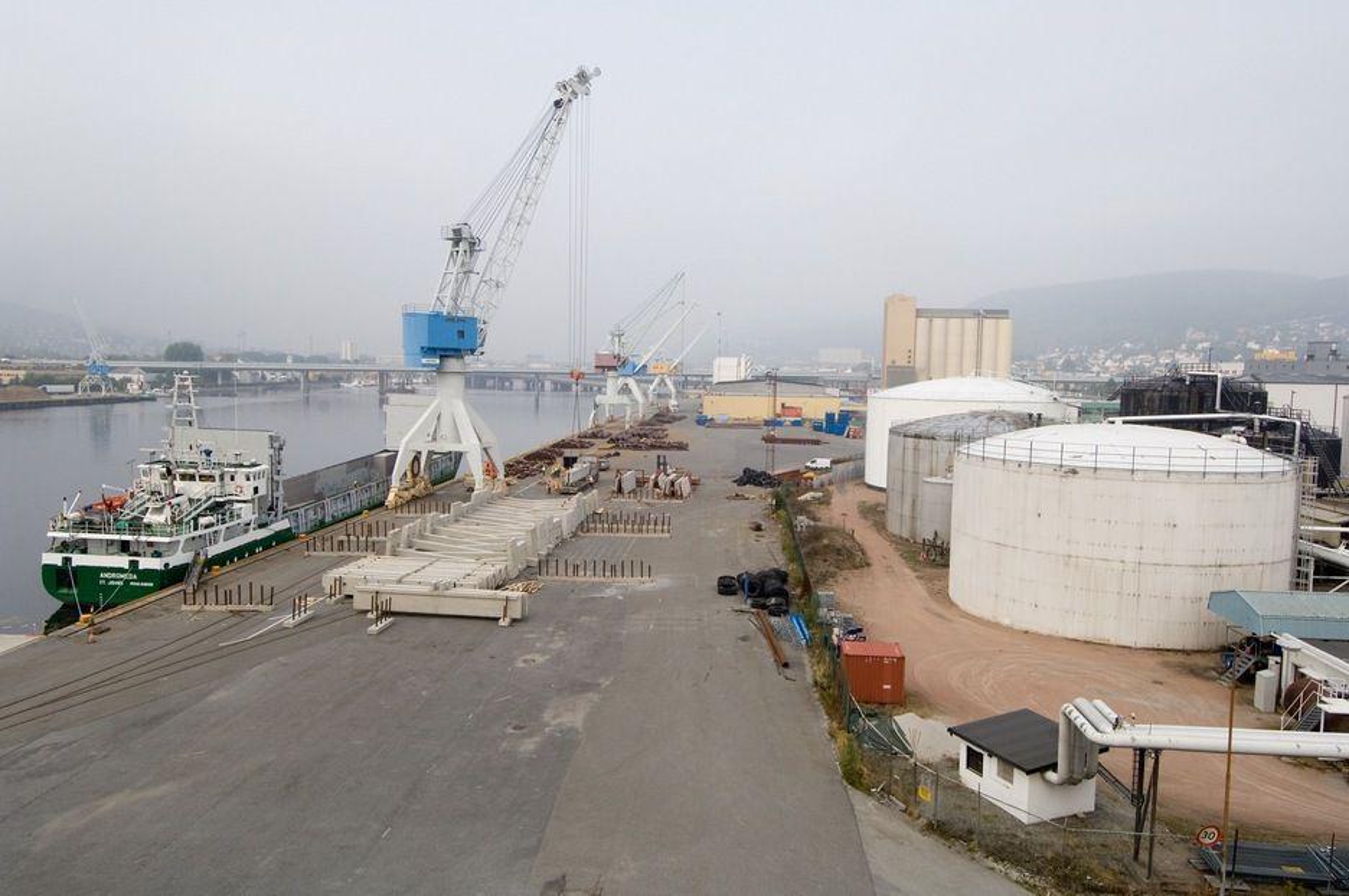 KNUTEPUNKT: Havner og kaianlegg må tilrettelegges for enkel overføring av gods mellom skip, tog og kjøretøy. Drammen Havn satser på slik knutepunktutvikling.
