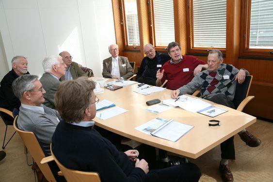Energiveteranene fra venstre rundt bordet: Erik Fleischer, Helge Skudal, Hans H. Faanes, Jon Ingvaldsen, Erling Diesen, Hans O. Bjøntegård, Gunnar Vatten, Lars Thue og Jon Tveit.