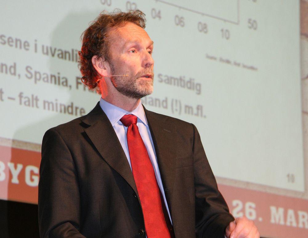 Sjeføkonom Harald Magnus Andreassen i First Securities mener vi kan trøste oss med at noen har det verre - amerikanerne.