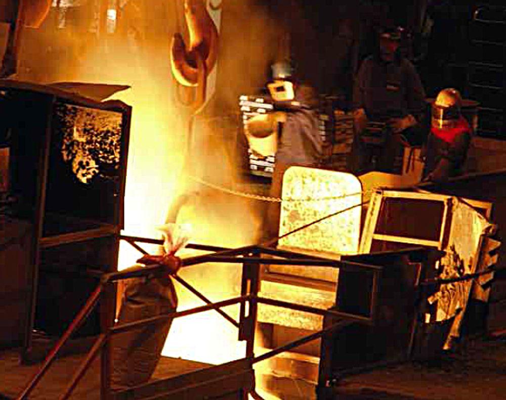Legges ned: Dette arkivbildet viser smelteprosessen ved Scana Steel Stavanger som har gått konkurs.