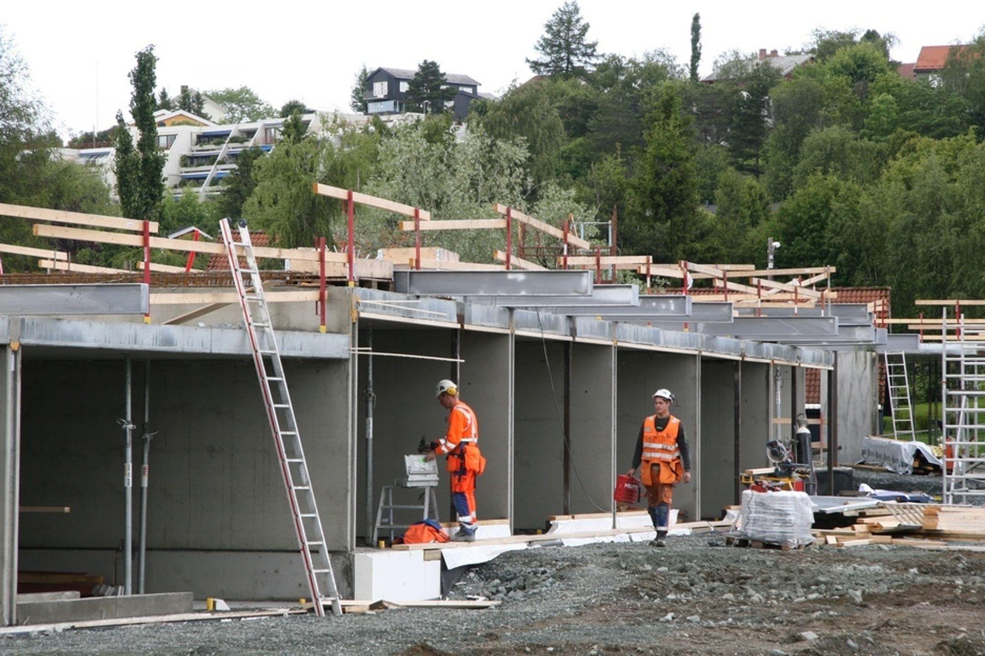 SPARSOMMELIG: I byggefasen ser Berg Studentby ut som et hvilket som helst byggebprosjekt - men det er det ikke. Her skal energibruken ned langt under kravene i TEK. Som seg hør og bør en studentby for sivilingeniører.